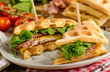Waffles sandwich with bacon, chicken and fresh salad Imagens
