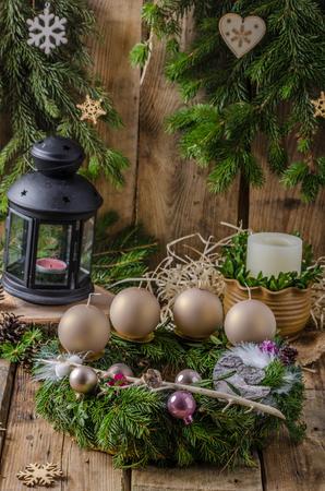advent wreath: Guirnalda del advenimiento de la Navidad, hecho en casa