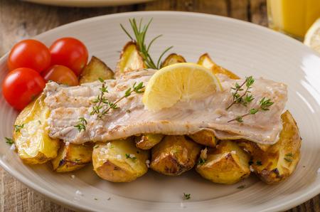 trucha: trucha arco iris al horno con patatas asadas y mayonesa casera