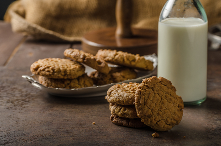 wholegrain: Cookies with peanut butter wholegrain, delicious with milk