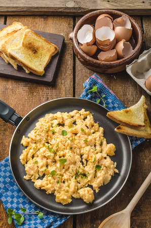 eggs and bacon: Scrambled eggs rustic style, with toast and herbs