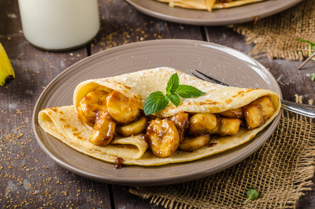 Pancakes stuffed with caramelized bananas and nuts Imagens