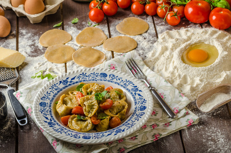 stuffed tortellini: Stuffed Tortellini with pesto, fried in butter with tomatoes and sprinkled with Parmesan cheese