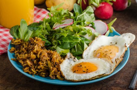 browns: Hash Browns potato with eggs, easy to make, delicious breakfast Stock Photo