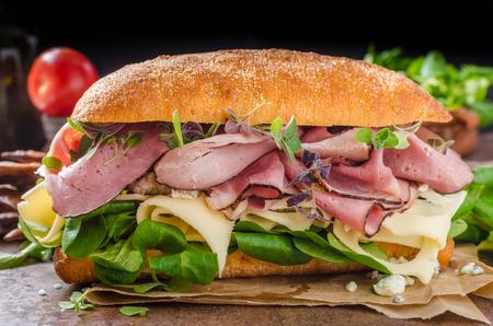 Sandwich met ham en kaas, lam sla eenvoudig en heerlijk