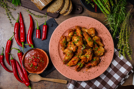 hot wings: Chicken hot wings with homemade sriracha sauce