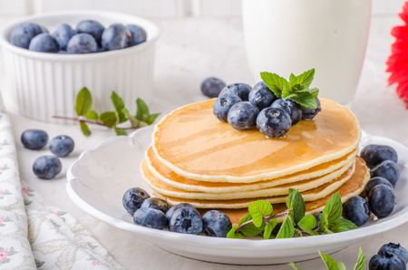 maple syrup: American pancakes with blueberries and maple syrup