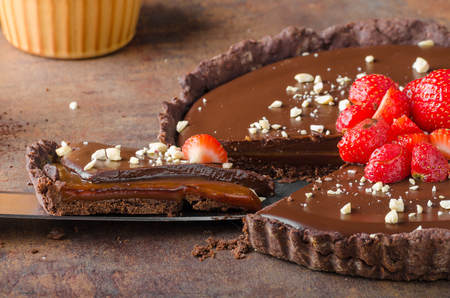 chocolate tart: Delicious caramel chocolate tart, topped with nuts and strawberries