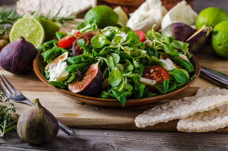 Figs lettuce salad, simple and delicious fresh summer salad