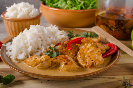 white rice: Delicious chicken curry with white rice, simple but full of flavours
