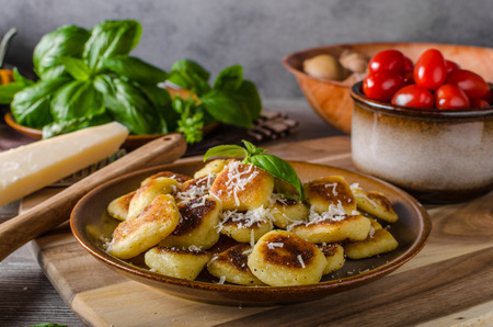 Roasted gnocchi with garlic and Parmesan, delicious crispy food