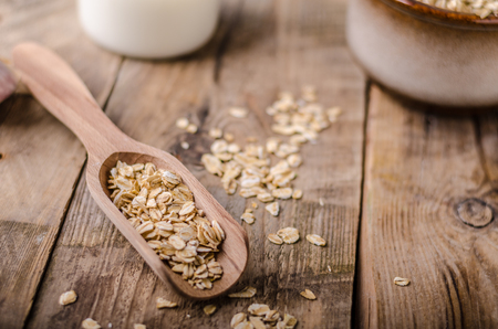 Raw oatmeal product photography, rustic styled photo Imagens