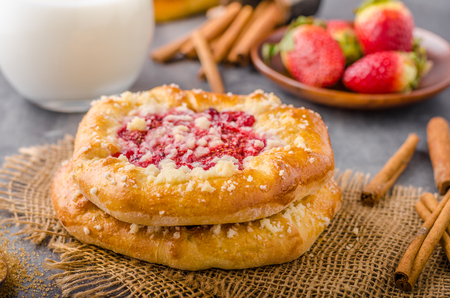 summer pudding: Crubmle mini pie with berries, delish czech old style food