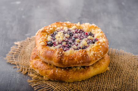 Crubmle mini pie with berries, delish czech old style food
