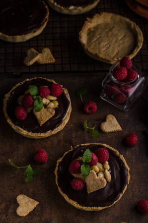 summer pudding: Chocolate tartalets with nuts, sugar and cocoa