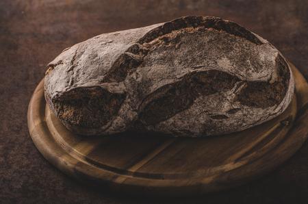 Wholegrain rustiek brood, heerlijke zelfgemaakte broodproductfoto