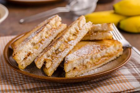 Pindakaasbroodjesbrood, heerlijke maaltijd voor ontbijt