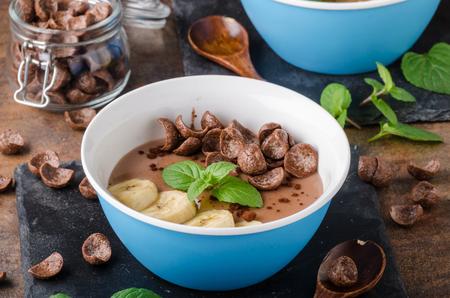 Chocolate pudding, banana and herbs Stockfoto