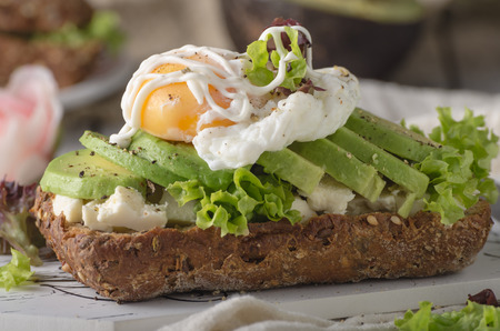 Homemade avocado poached egg sandwich wholegrain bread Stockfoto