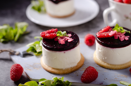 Fresh and simple dessert with fresh berries, dark chocolate cookie on top and fresh creame in middle Stock Photo