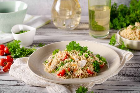 Bio couscous with chicken meat, tomatoes and fresh herbs Zdjęcie Seryjne