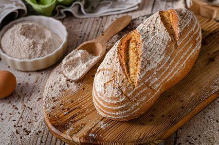 Delicioso pan de alcaravea casero, pan de masa madre casero