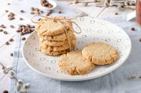 Crispy and delicious buscuits with nuts and butter Imagens