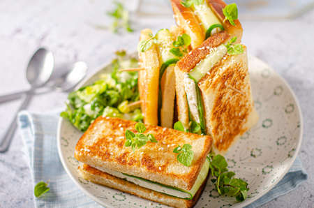 Simple but delicious heathy bread with goat cheese and cucumber