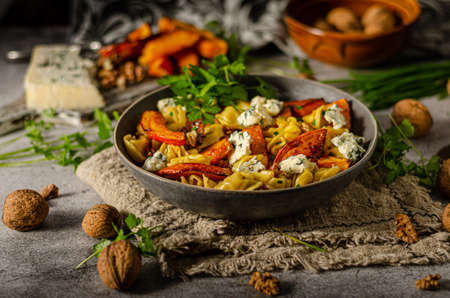 Delicious and tasty pasta, roasted pumpkin and sharp blue cheese Standard-Bild