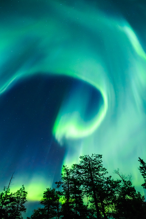 Colorful Northern Lights aurores boréales dans le ciel