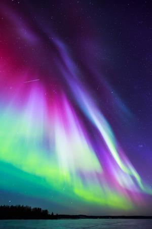 하늘에 화려한 광 (오로라 보 리 얼리스) 스톡 콘텐츠