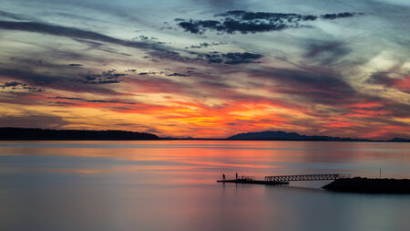 Sunset in Powell River, British Columbia 版權商用圖片 - 24114960