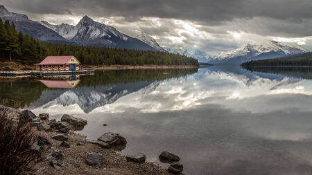 Maligne lake , Jasper National Park Stock Photo - 25324676