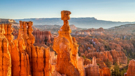 Thor s Hammer at sunrise in Bryce Canyon National Park 版權商用圖片 - 25372451