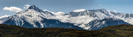 Tantalus Mountain Range on the Sea to Sky Highway between Squamish and Whistler, BC, Canada 版權商用圖片 - 106363844