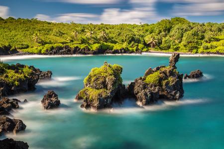 Long exposure at Black sand Beach, Waianapanapa State park, Maui, Hawaii 版權商用圖片