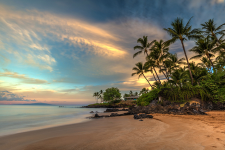 Po'olenalena beach Sunrise. long exposure of this beautiful and idyllic beach at dawn. Located on the south shore of Maui, Hawaii 版權商用圖片 - 106364456