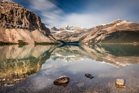 Bow Lake glorious reflection on the Icefield parkway, Banff National Park, Alberta, Canada 版權商用圖片