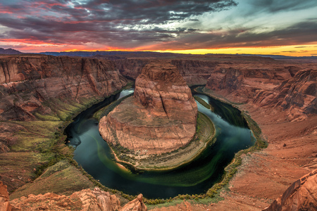 Horseshoe Bend Sunset. Beautiful sunset at the famous bend in the shape of a horseshoe of the colorado river near page, Arizona. 版權商用圖片
