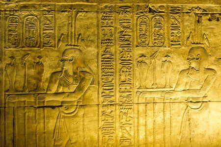 Hieroglyphic wall in an Egyptian temple 版權商用圖片