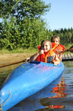 Chicas en kayak Foto de archivo - 22865706