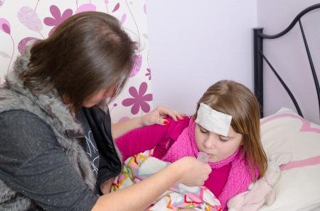 ragazza malata: Sick sciroppo di bevanda ragazza