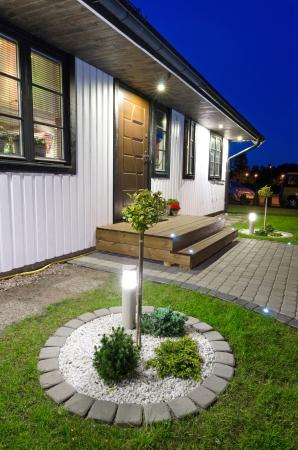 Jardín moderno plato en casa villa Foto de archivo - 24837249
