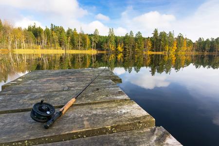 湖で秋のフライフィッシング