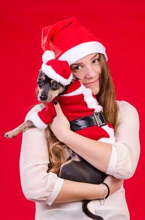 cute teen girl: Подросток девочка и ее щенка Xmas цвета Фото со стока