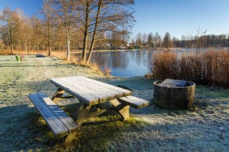 diciembre: Lago lugar de la parrilla en diciembre