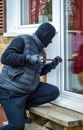 delinquency: Masked man breaking-in house