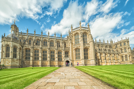 WINDSOR, ENGLAND - JULY 10, 2016 : Entry way to St. George Chapel at Windsor Castle on July 10, 2011 in Windsor, England. Chapel was built in 14th century and it's placed on the Windsor castle area. Éditoriale