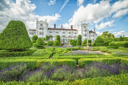 hedge: Maze garden of Danesfield House Stock Photo