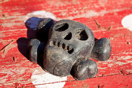 a toy for the sandbox that looks like a skull with bones 版權商用圖片